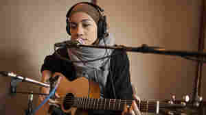 Yuna recently performed a studio session at the Cutting Room Studios in New York City for KEXP.