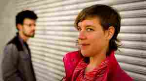 tUnE-yArDs: Expanding And Grabbing Attention