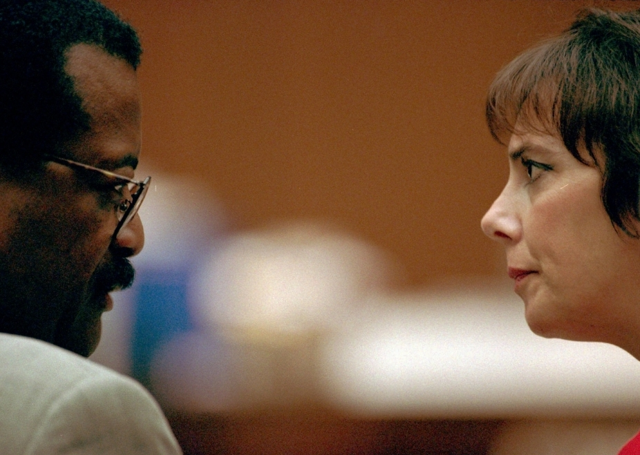 Prosecutor Marcia Clark (right) and defense attorney Johnnie Cochran Jr. confer during a hearing in the double-murder trial of O.J. Simpson on July 7, 1995.