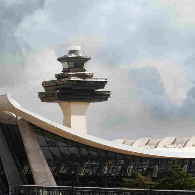 Should Air Traffic Controllers Be Allowed To Sleep During Their Breaks?