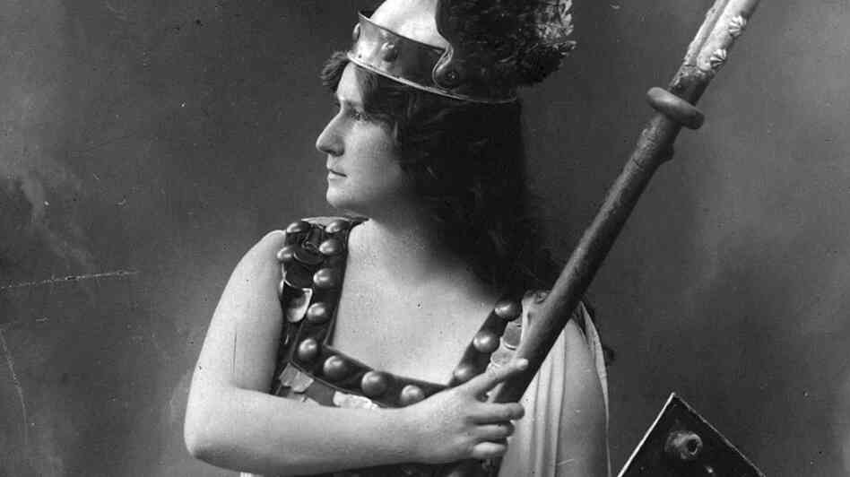 Soprano Zdenka Fassbender as Brunnhilde, a warrior maiden in a production of Wagner's 'Die Walkure'.   (Photo by Hulton Archive/Getty Images)