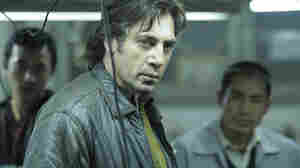 Biutiful follows hustler Uxbal (Javier Bardem), a middleman between two Chinese merchants and the illegal immigrants who sell their counterfeit goods on the streets of Barcelona.