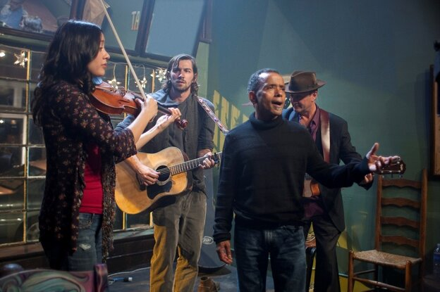 In Treme, Annie (Lucia Micarelli), Sonny (Michiel Huisman), John Boutte and Paul Sanchez perform at the Spotted Cat.