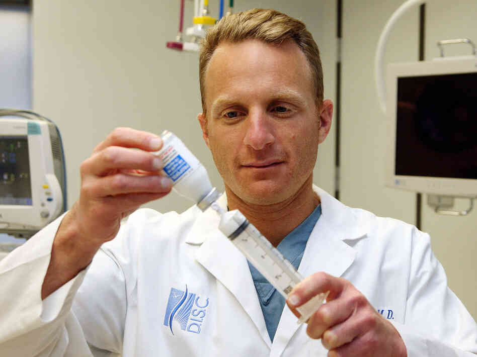 California anesthesiologist Michael Port fills a syringe with the anesthetic propofol in 2009.