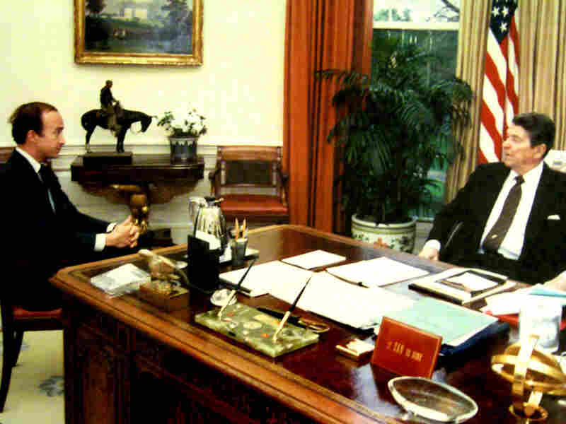 Daniels, a senior political adviser for President Ronald Reagan, meets with the president in the Oval Office in 1986.