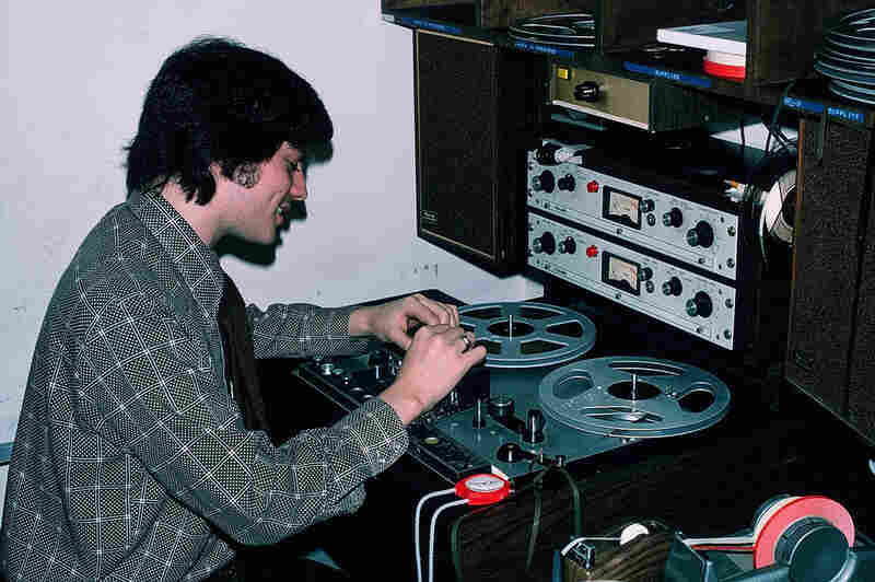 Jay Kernis cutting tape at a reel-to-reel machine in the early 1970s.