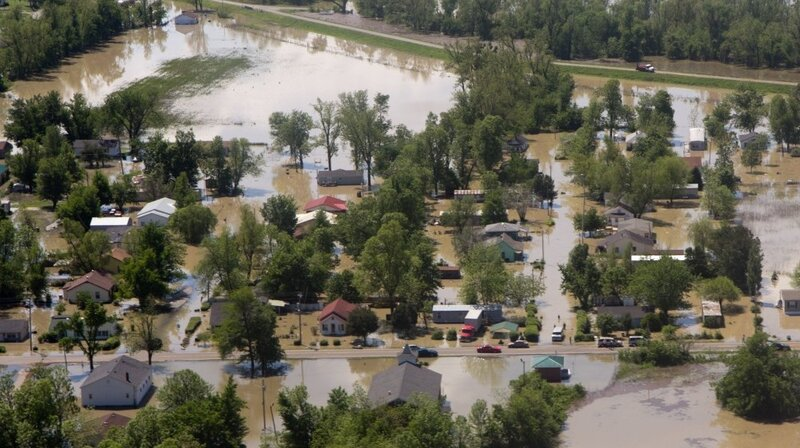 Towns Along Mississippi Warily Watch River : NPR
