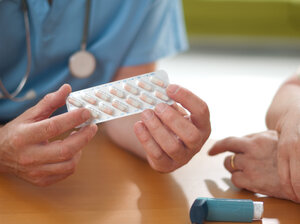 Researchers say that anti-inflammatory drugs in pill form are reasonable alternatives to inhalers.