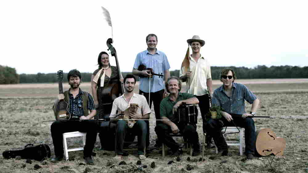 Joel Savoy (bottom, center-left) and Jesse Lége (bottom, center-right) teamed up with a group of Oregon-based musicians to create the Cajun Country Revival. Foghorn Stringband leader Caleb Klauder is at bottom right.