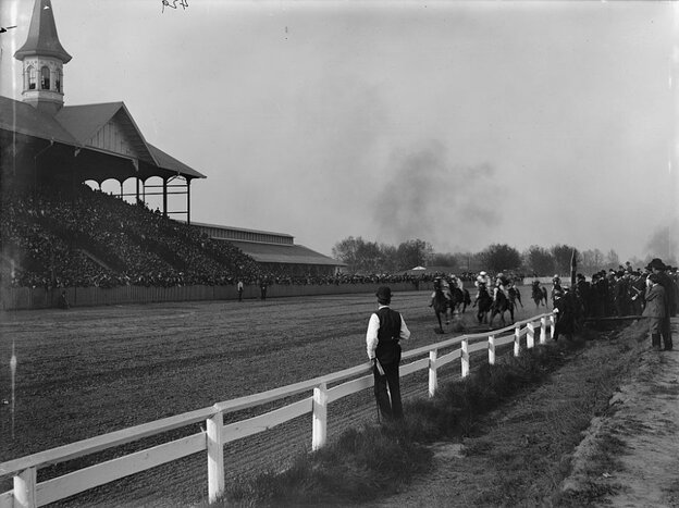 The horses hit the 1-mile mark during the 1901 Kentucky Derby.