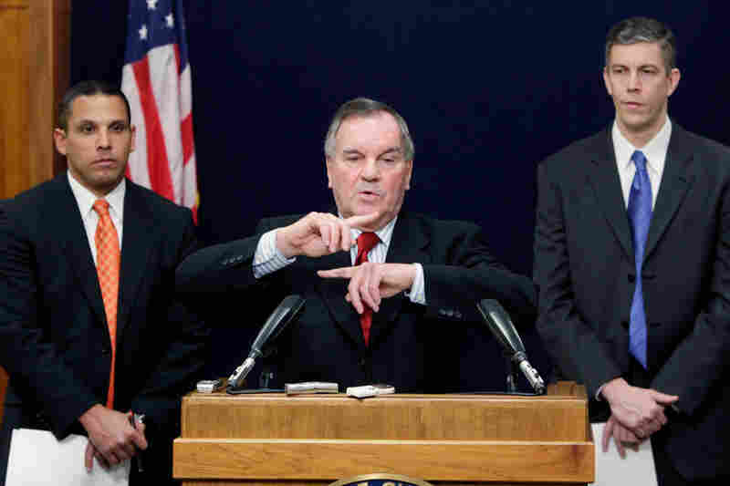 Daley announces that Chicago Transit Authority President Ron Huberman (left) will replace Education Secretary Arne Duncan as CEO of the Chicago Public Schools during a news conference in January 2009.