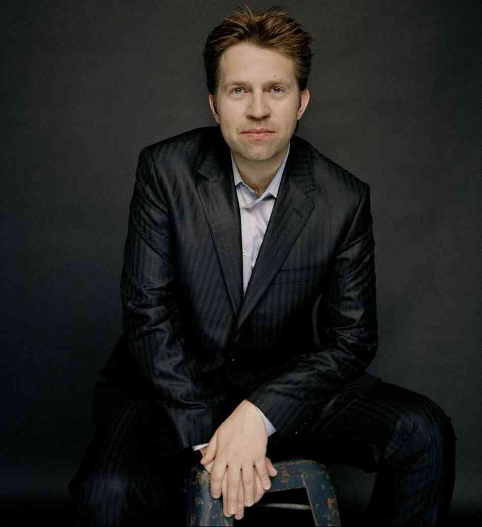 Leif Ove Andsnes: serious enough here, but willing to dance around to Bach for the sake of a baby's enjoyment.