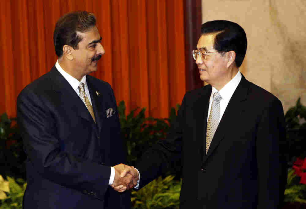 Pakistan's Prime Minister Yusuf Raza Gilani (L) shakes hands with China's President Hu Jintao during a meeting at the Great Hall of the People in Beijing, May 20.