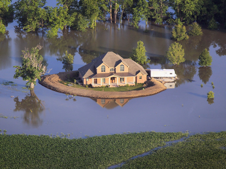 Photos Come High Water Homemade Levees May Save The Day