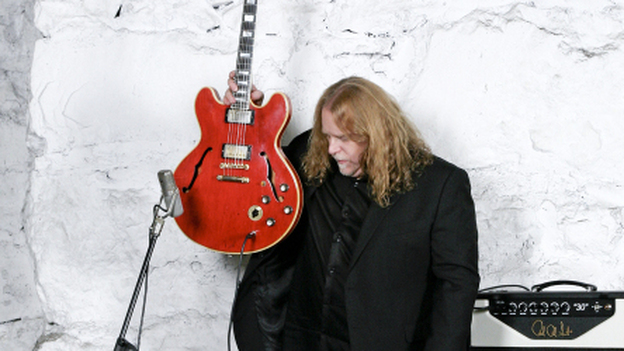 """Legendary guitarist Warren Haynes practically ignores his guitar and instead pours out his heart in """"Save Me."""" (Stewart O'Shields)"""
