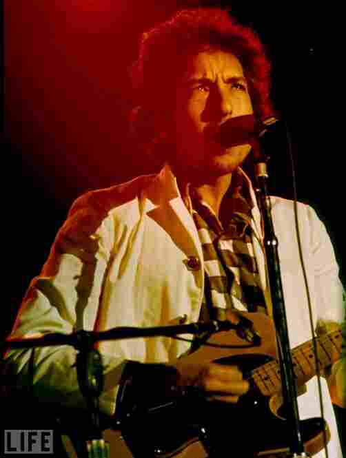 Dylan in concert in 1974.