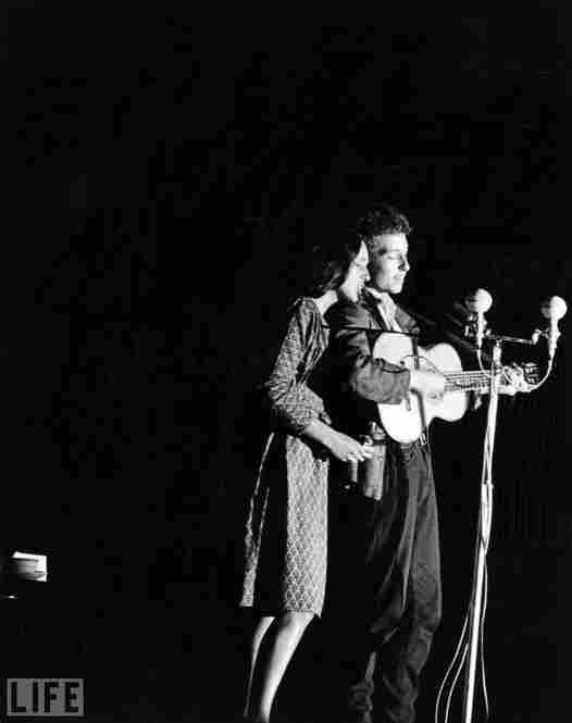 Dylan, who had legally changed his name in 1962, performs with Joan Baez in 1963.