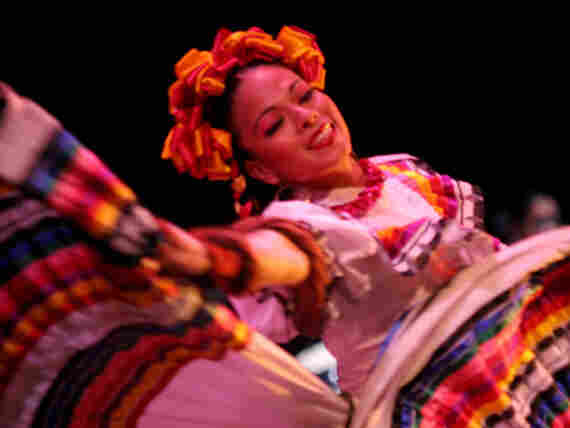 In addition to literature, the LeaLA conference also featured cultural performances by Latino artists and groups, like the Ballet Folclorico de la Universidad de Guadalajara.