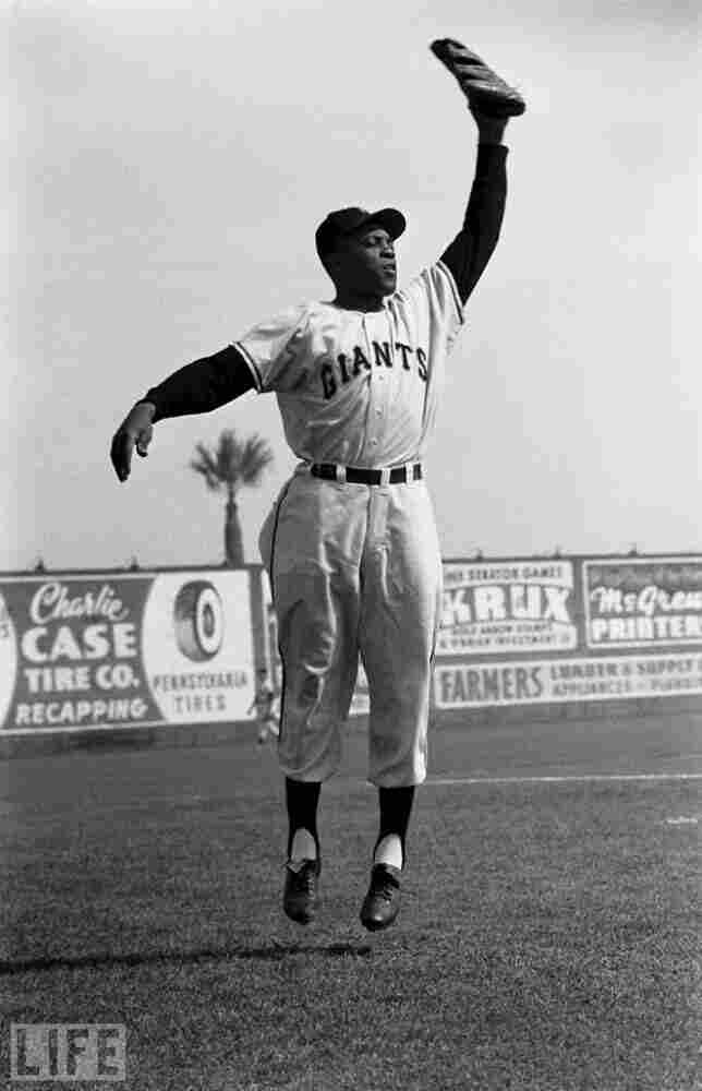 Willie Mays in midair, 1954