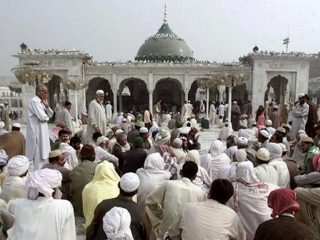 The shrine to Data Ganj Baksh in Lahore, Pakistan.