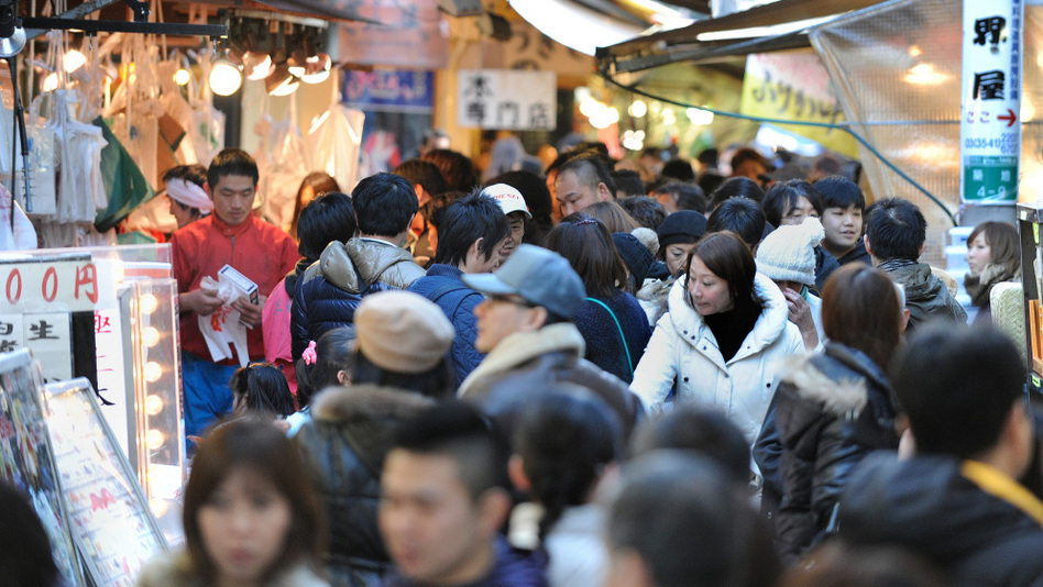 <strong></strong>Shoppers crowd a narrow street outside Tsukiji market in Tokyo on Dec. 31, 2010. Japan has relatively tight social rules. And that makes sense, according to researchers. When people are squeezed together, they have an incentive to cooperate.