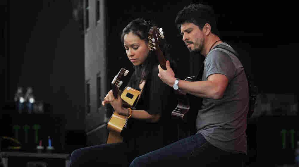 Rodrigo y Gabriela performs at the 2011 Sasquatch Music Festival.