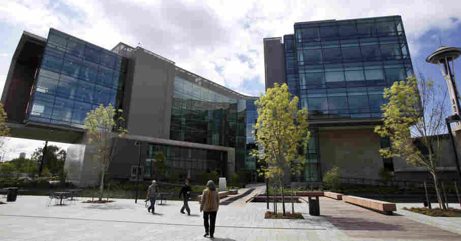 The foundation formally opened the new headquarters Thursday evening, moving from scattered nondescript office buildings around Seattle to an architectural showcase in the center of its hometown.