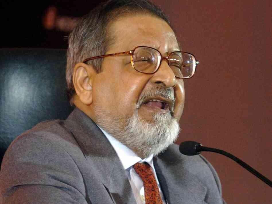 Nobel Laureate V.S. Naipaul speaks in New Delhi, India in 2005. The famed writer recently told The Guardian he did not think that any woman writer could be his literary match.