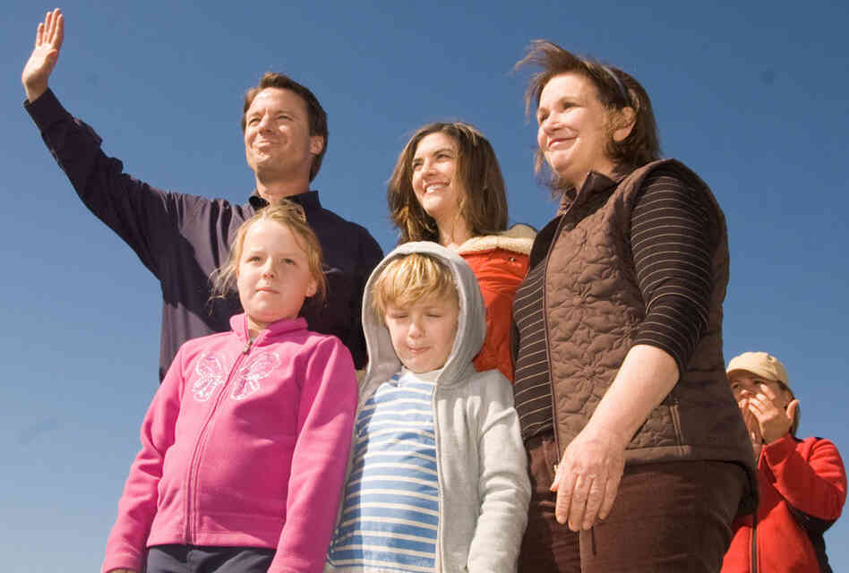 On Jan. 30, 2008, Edwards pulled out of the presidential race. He was joined by his wife Elizabeth (R) and children Emma Claire, Jack and Cate  in the Upper Ninth Ward in New Orleans.