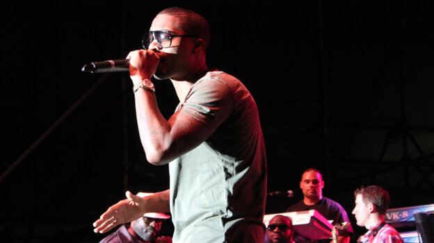 Nas performs with The Roots at Roots Picnic 2011.