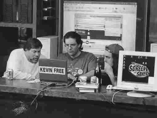 Apple co-founder Steve Wozniak, Kevin Mitnick and Emmanuel Goldstein on Jan. 20, 2003, the day Mitnick was released from government supervision for his crimes as a hacker.