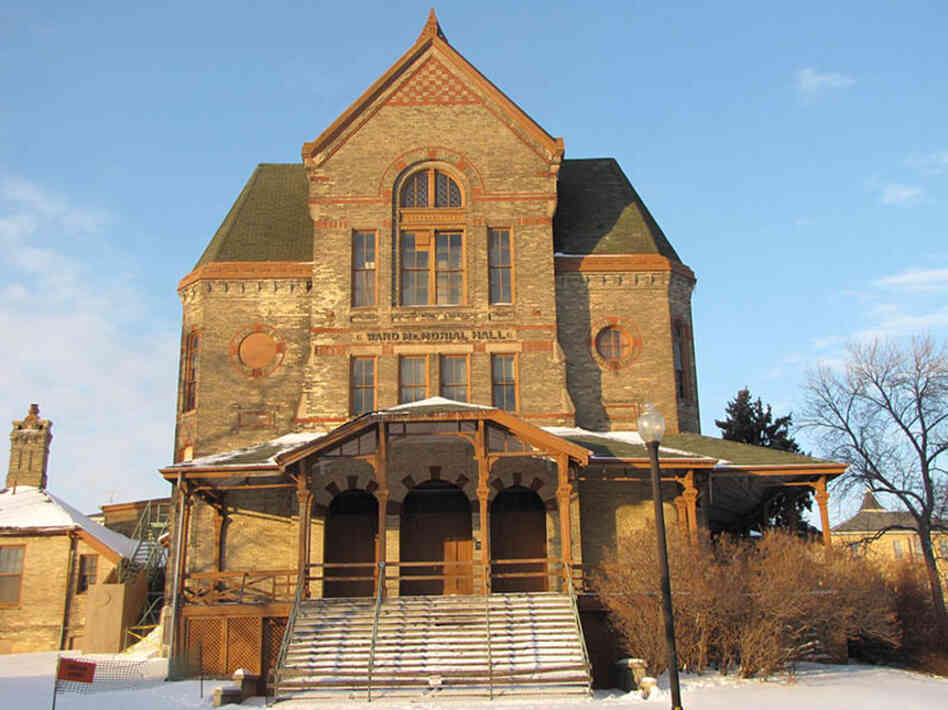 The National Soldiers Home in Milwaukee was built in the late 1880s and served as a refuge for generations of veterans. Ward Memorial Hall (above) dates to 1881.