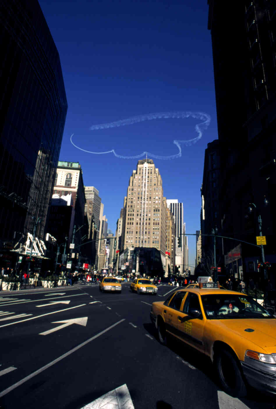 Clouds by Vik Muniz, skywriting over New York City