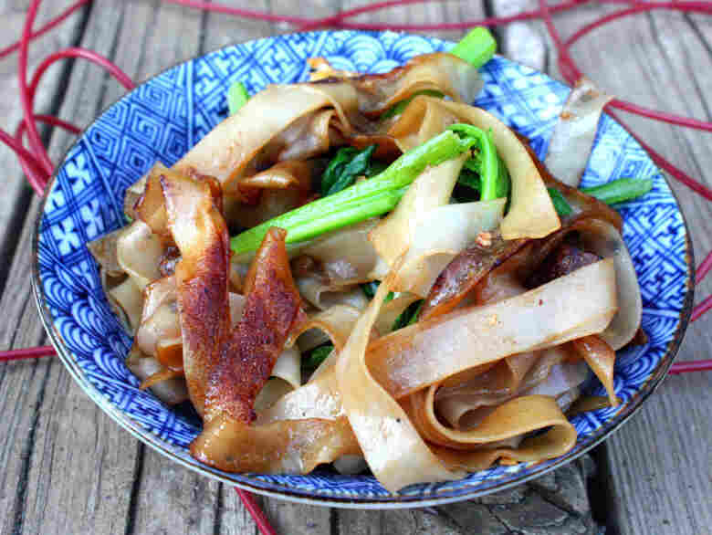Pad See Ew (Sweet And Savory Noodles)