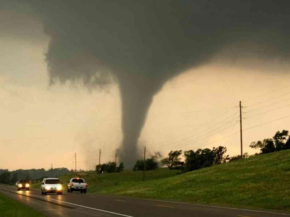 [Image: chickasha-tornado-7f26ff937f86fd1f4d0025...s6-c30.jpg]