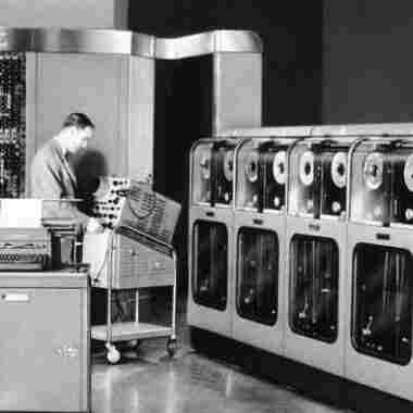 The First Supercomputer Vs. 'The Desk Set'
