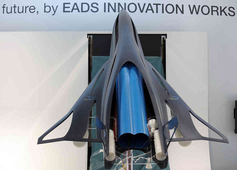 The model of a future commercial high speed transport system called ZEHST (Zero Emission High Speed Transportation), a hypersonic aircraft using rockets and turbojet engines to take corporate customers from Paris to Tokyo in les