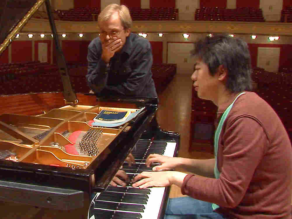 Steinway technician Stefan Knüpfer discusses the piano with Lang Lang in the new documentary Pianomania.