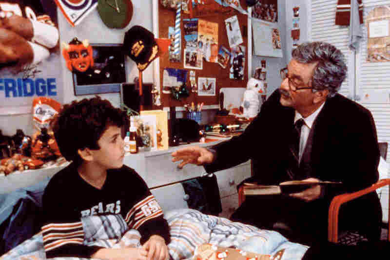 Peter Falk reads to Fred Savage in the 1987 cult classic film The Princess Bride.