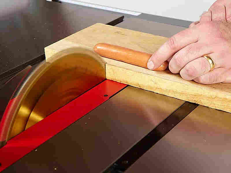 The SawStop senses an electrical current in the hot dog.