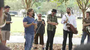 DJ Davis (Steve Zahn) address a crowd of musicians at Harley's memorial service on Treme.