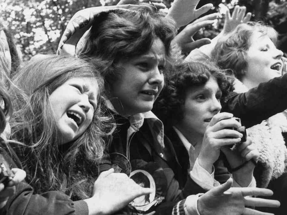 30th May 1975: Over-excited teenage girls scream and cry at the sight of their idols, pop group The Osmonds.  (Photo by Evening Standard/Getty Images)