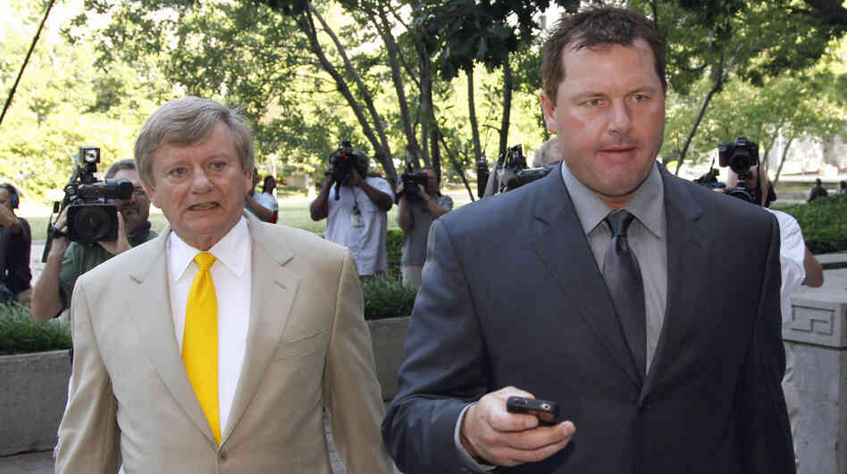 Former Major League Baseball pitcher Roger Clemens, right, and his attorney Rust
