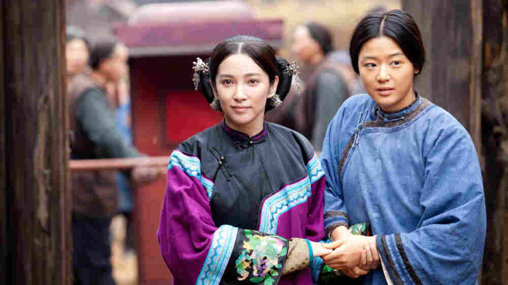 Li Bingbing plays Lily/Nina (left), and Gianna Jun plays Snow Flower/Sophia (right).