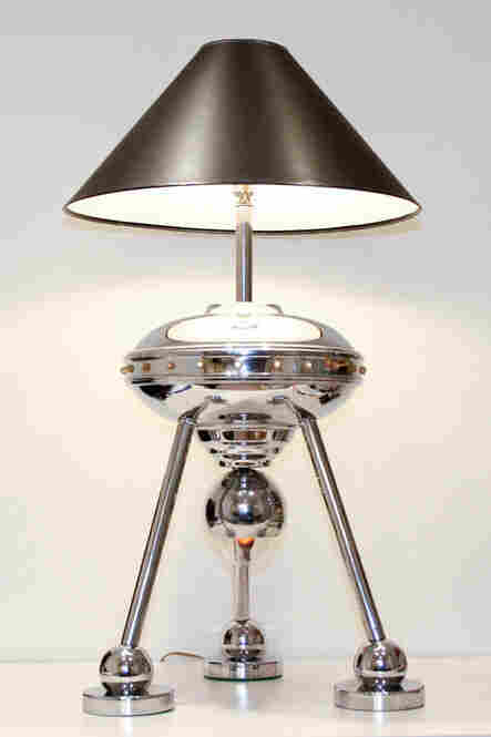 An Italian flying-saucer table lamp from the 1970s