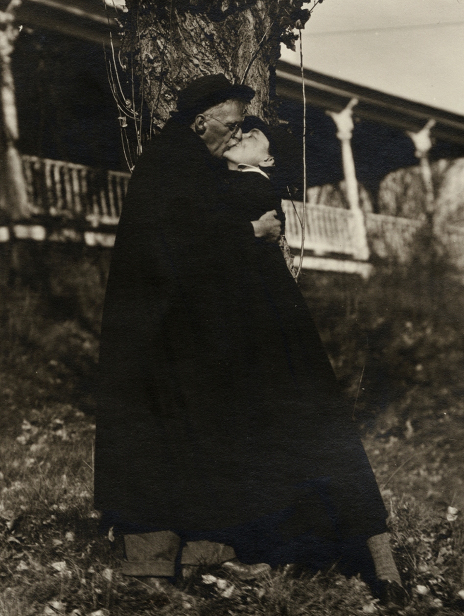 a biography of the life and photography achievements of alfred stieglitz Alfred stieglitz biography - alfred stieglitz was an american photographer born on 1st january 1864, hoboken, new jersey son of jewish immigrants from germany he studied at charlier i.