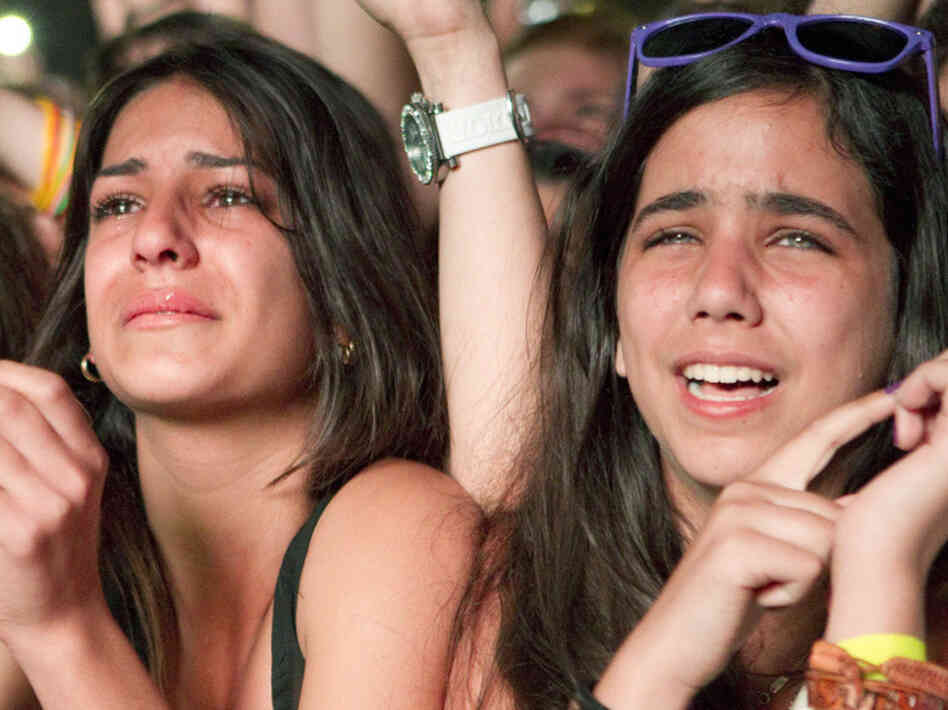 Fans of canadian singer Justin Bieber react during Bieber's concert at Hayarkon Park in Tel Aviv on April 14, 2011. AFP PHOTO/JACK GUEZ (Photo credit should read JACK GUEZ/AFP/Getty Images)