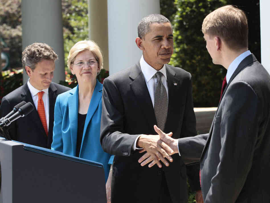 President Obama shakes hands with former Ohio Attorney General Richard Cordra