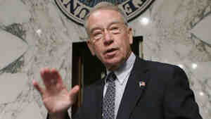 """U.S. Sen. Charles Grassley (R-IA) has warned the Justice Department not to punish insiders who talk to Congress about the """"Fast and Furious"""" operation."""