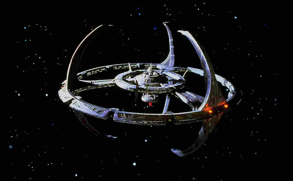 What if the spacecrafts from the television program Star Trek: Deep Space Nine were piloted by the operating system Windows 7?